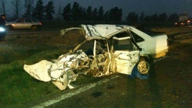 Un muerto y una herida grave en un choque entre un auto y un camión en la ruta 34