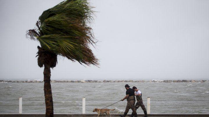 Texas espera en alerta máxima la llegada del huracán Harvey, que podría causar un gran desastre