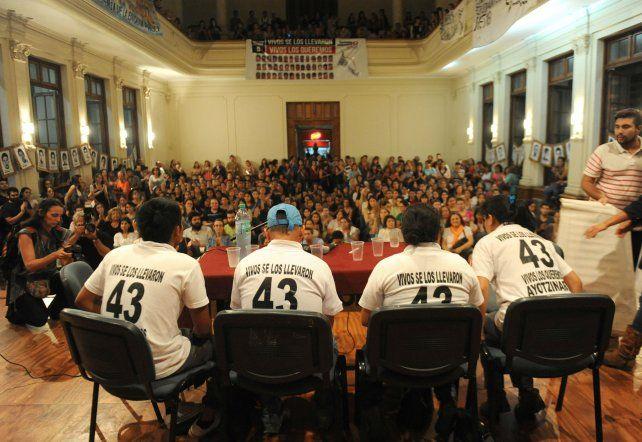 El grito por los jóvenes de Ayotzinapa