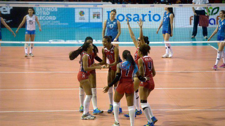 Caída de Las Panteritas. El seleccionado argentino no pudo con República Dominicana en Newells.