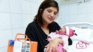 Felices. Una de las 100 madres que ya parieron en el Roque Sáenz Peña.