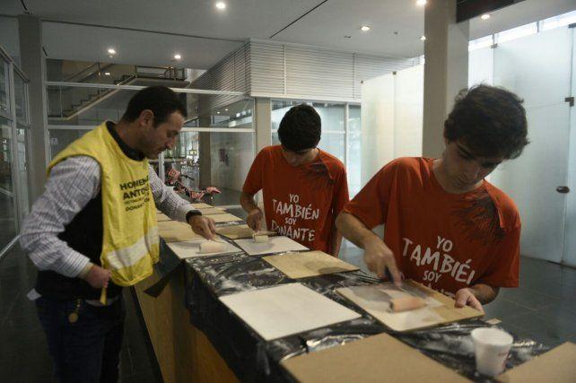 Los voluntarios en el hall principal del Heca