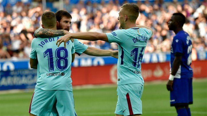 Celebrando. Leo Messi convirtió dos goles en el triunfo sobre Alavés por la segunda jornada.