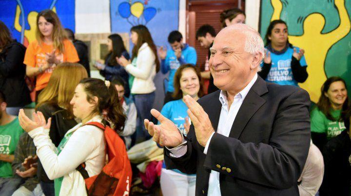 El gobernador Miguel Lifschitz se mostró orgulloso por los indicadores educativos santafesinos.