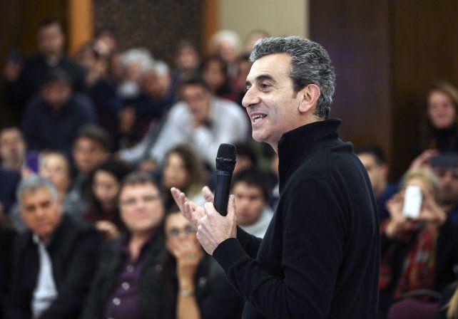 Randazzo arenga a sus dirigentes. Repartió críticas por igual hacia Cristina y el gobierno.