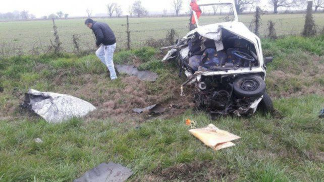 Destrozado. La víctima fatal viajaba en un automóvil Fiat 147.