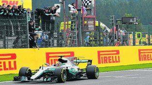 Hamilton Lewis ganó en Bélgica y quedó a siete puntos del líder Vettel