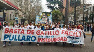 Los manifestantes marcharon desde Tribunales provinciales hasta la sede de Gobernación.