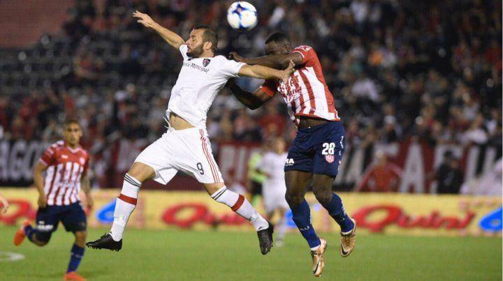 El armenio intenta arriba ante la marca del colombiano Yeimar Gómez Andrade.