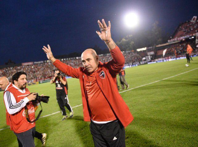 El Chocho Llop fue recibido con aplausos por los hinchas.