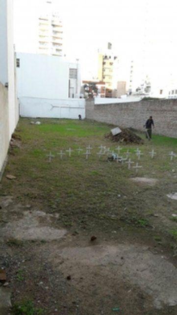 Limpieza. El municipio acondicionó el lote de Salta 2141 ante el pedido de vecinos y mientras se debate la expropiación del terreno en la Legislatura.