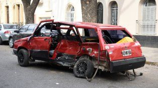 El Duna rojo en el que murió Andrés Muñoz. Era un chico muy cuidadoso, muy estricto, dijo Elías al referirse al conductor fallecido.