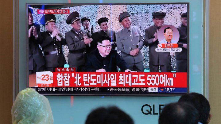 Kim Jong Un apareció hoy en la TV norcoreana.