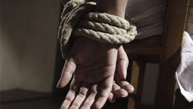 Una mujer simuló su secuestro junto a su amante para estafar a su esposo