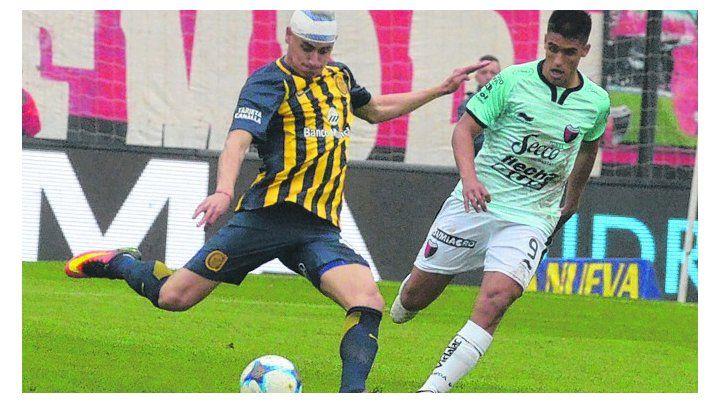 Averiado. Martínez jugó casi todo el partido con una venda por un corte.