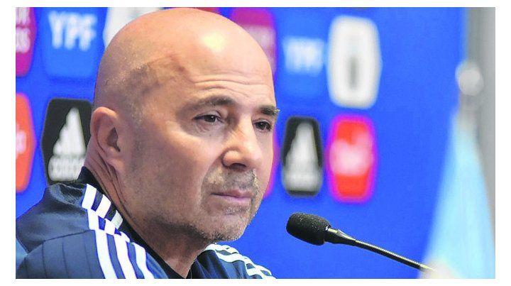 Pensativo. Sampaoli dijo que la idea madre es ir a Uruguay a lograr los tres puntos.