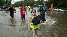 Harvey estaba arrojando en Beaumont hasta cinco centímetros de lluvia por hora con ráfagas de viento de 60 kilómetros por hora.