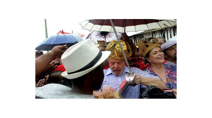 Gira proselitista. Acompañado por Rousseff