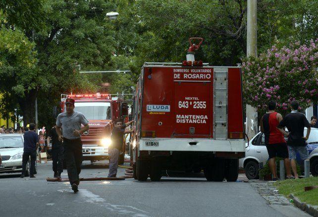 Una mujer y su bebé tuvieron que huir de la casa que fue atacada con una bomba molotov