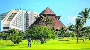 Agreste. El Iberostar Cancún Golf Club está entre el mar Caribe y la misteriosa laguna Nichupté.
