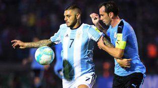 Argentina fue superior, pero no pudo quebrar a Uruguay y sigue complicada en la tabla