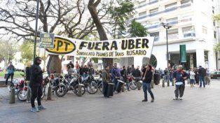 pancartas. El gremio y las cámaras de taxis cuestionaron la intención de Uber de desembarcar en la ciudad