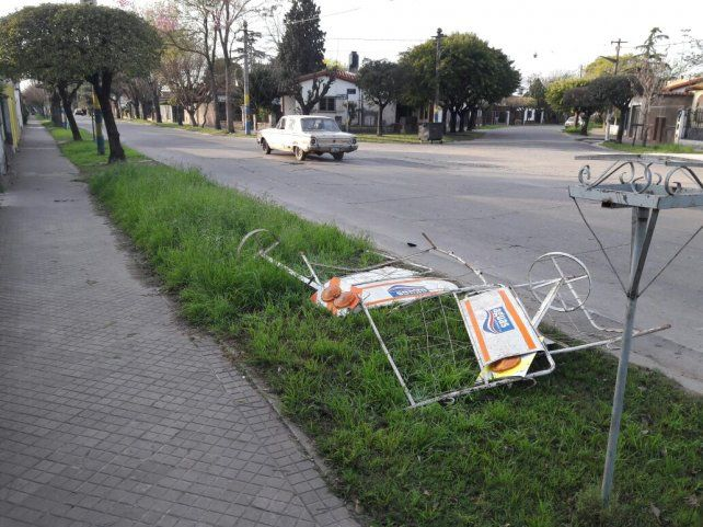 Una mujer está grave al chocar con su moto contra un vallado de Aguas