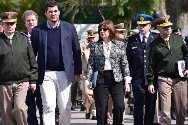 Patricia Bullrich junta al secretario de Seguridad Eugenio Burzaco en el destacamento de Gendarmería.