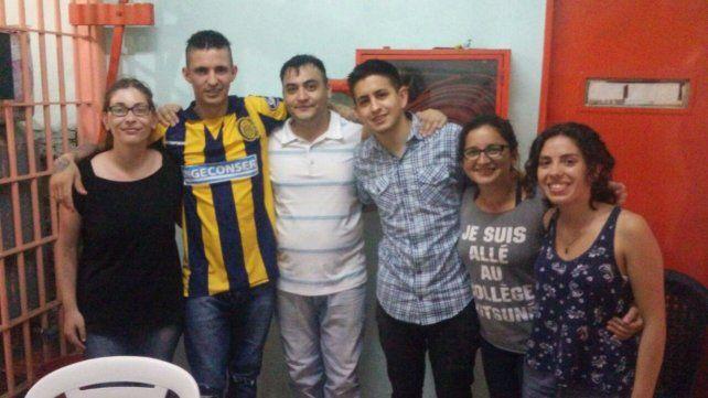 Voluntarias e integrantes de la ludoteca de la Unidad 6 de Rosario.