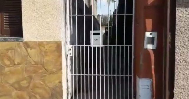 La vivienda en la que detuvieron al anciano que alquilaba la casa para prostitución.