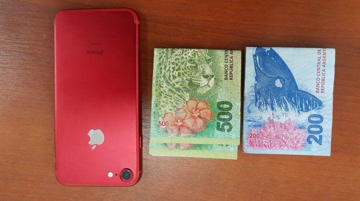 El teléfono que fue robado la semana pasada y el dinero utilizado en la entrega controlada