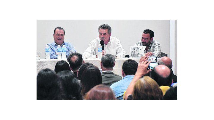 Con municipales. Rossi participó de un plenario de delegados.