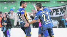 El único que repite. Elías Gómez festeja el gol de Jonás Aguirre, el 2º del 3-1 en 2015. Montoya hizo el primero y cerró Niell.