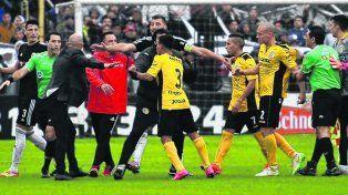 Polémica. El partido de los incidentes ante Comunicaciones. El equipo de Stinfale (foto) finalmente ascendió.