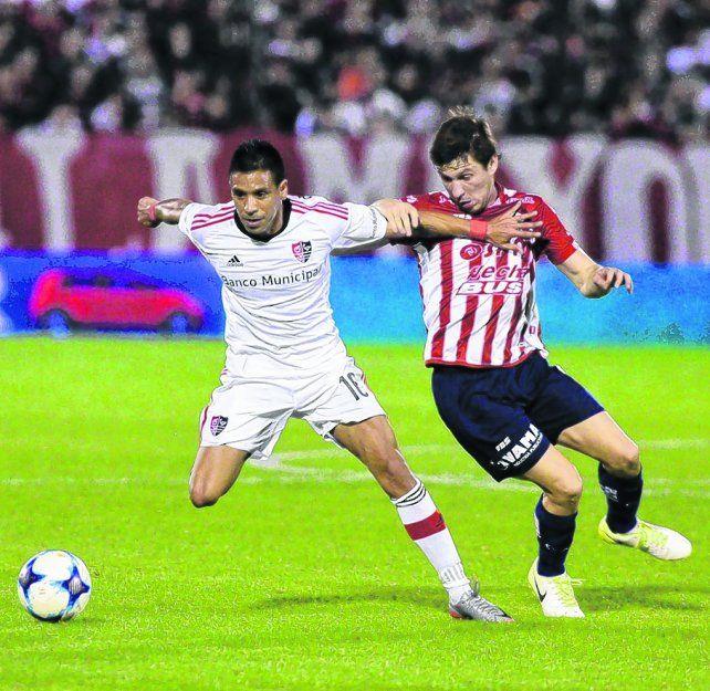 No afloja. Víctor Figueroa fue titular frente al tatengue por la Superliga. Mañana iría al banco de relevos con Godoy Cruz.