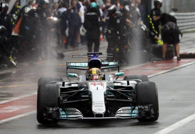 El mejor. Ni la lluvia paró a Hamilton