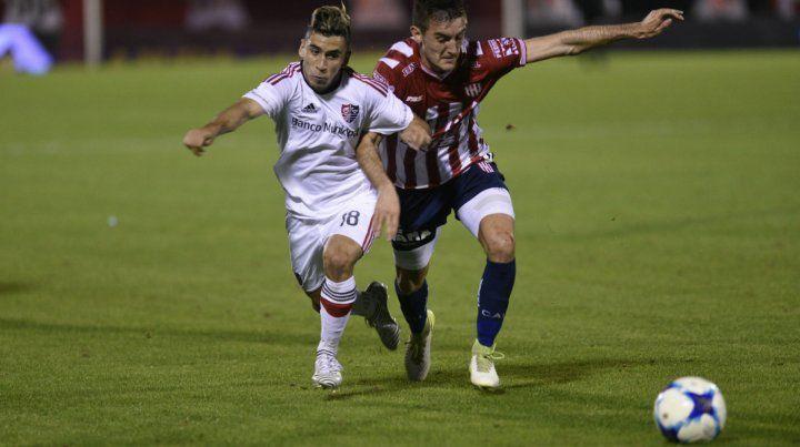 Encara Torres. El juvenil volante ofensivo ingresó desde el banco ante el tatengue por el torneo local. Hoy será titular.