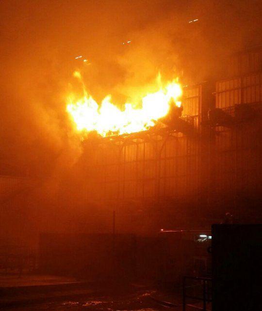 Un incendio de grandes dimensiones afectó a la planta de Molinos en San Lorenzo