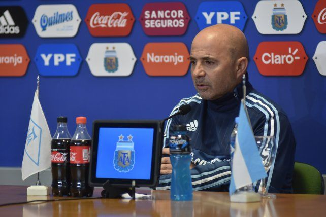 El DT de la selección argentina Jorge Sampaoli desmitió que se haya pelado con Messi.