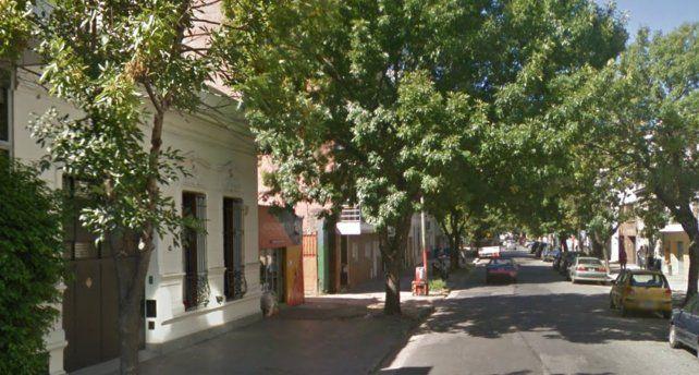 Uno de los lugares asaltados por la dupla fue un comercio de Sarmiento al 2000.