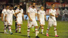 Out. La desazón de los jugadores de Newells luego de ser eliminados de la Copa Argentina.