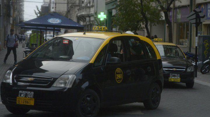 Piden una prórroga de tres años para renovar las 500 chapas de taxis que vencen a fin de año