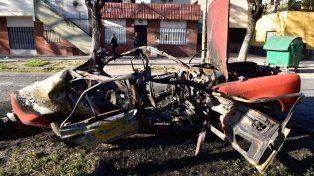 El vehículo que estalló en la zona Corrientes y Gutiérrez.