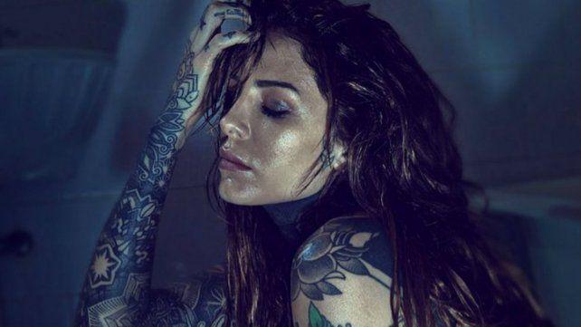 Candelaria Tinelli desbordó sensualidad en una producción de fotos desde la bañera