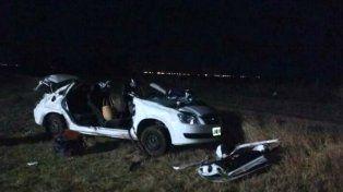 Un muerto y cuatro heridos al volcar un auto en la autopista Rosario - Córdoba