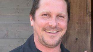 La impresionante transformación física de Christian Bale que ahora luce más gordo y rapado