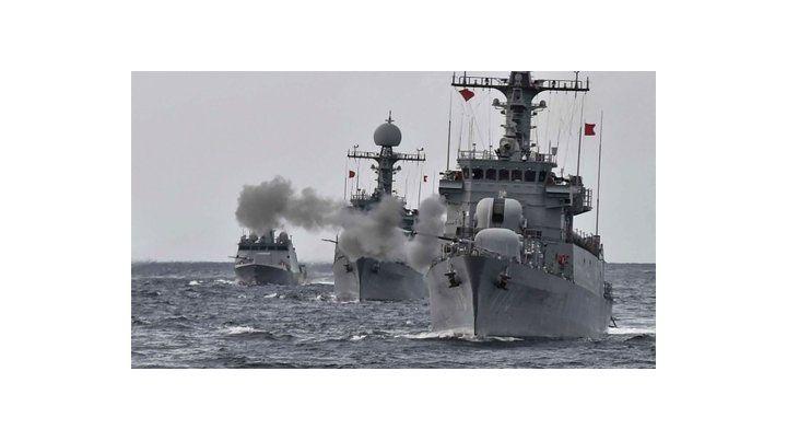 Disuasión. Navíos surcoreanos realizan maniobras en prevención de una guerra con su vecino del norte.
