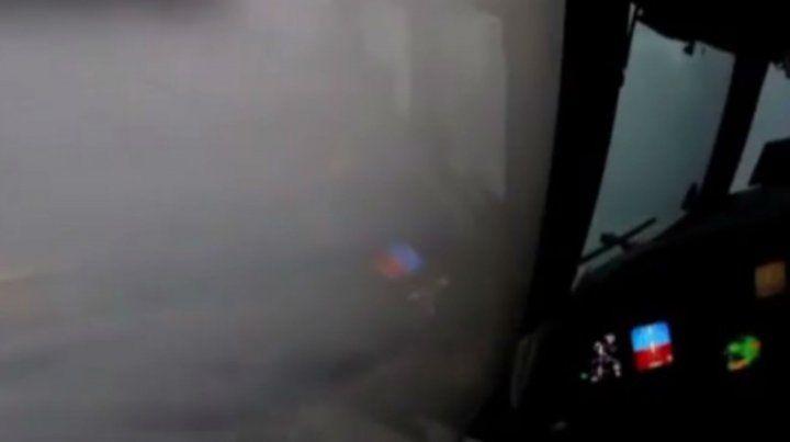El peligroso vuelo de un avión que se atrevió a llegar al corazón del huracán Irma