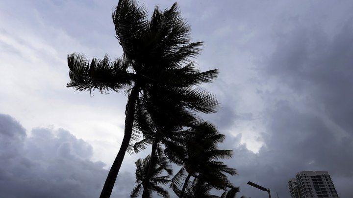 Fuertes imágenes al golpear con fuerza el huracán Irma a las costas de Puerto Rico