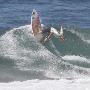 El joven deportista perdió la vida mientras surfeaba una ola en medio del huracán.
